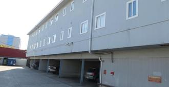 Convention Center Inn & Suites - San Jose - Rakennus