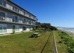Ocean Terrace Condominiums - Lincoln City - Building