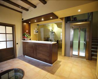 Hotel Can Panyella - Sant Esteve Sesrovires - Front desk