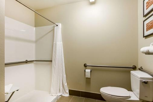 Comfort Inn & Suites Redwood Country - Fortuna - Bathroom