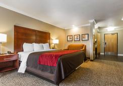 Comfort Inn & Suites Redwood Country - Fortuna - Bedroom