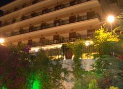 Hotel Merope - Karlovasi - Edificio