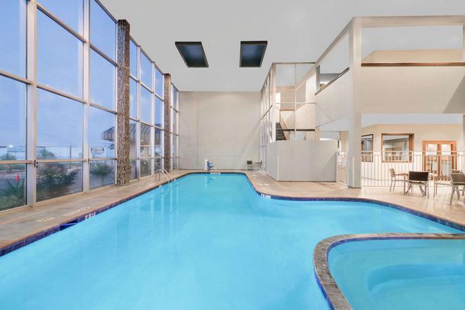 米德蘭溫德姆花園酒店 - 米德蘭 - 米德蘭(德克薩斯州) - 游泳池