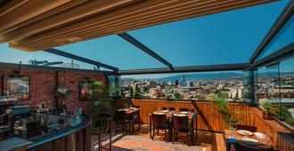 Urban Boutique Hotel - טביליסי - מרפסת