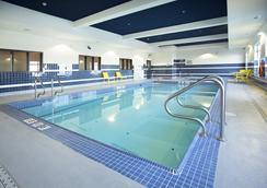 Wingate by Wyndham Calgary Airport - Calgary - Pool