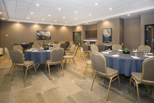 Wingate by Wyndham Calgary Airport - Calgary - Banquet hall