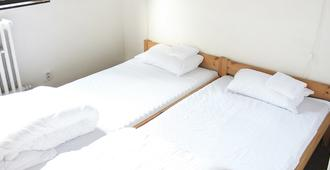 Discounts Prague Hotel - Prague - Bedroom