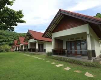 Artati Lombok Bungalows & Restaurant - Kuta - Edifício