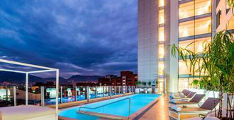 Medellin Marriott Hotel - ميديلين - حوض السباحة