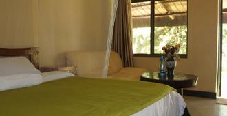 Serene Guest house - Entebbe - Bedroom