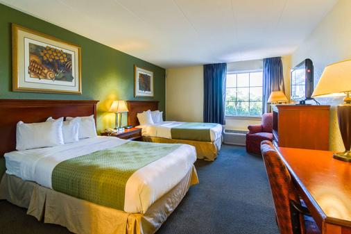 Quality Inn and Suites Conference Center - West Chester - Schlafzimmer