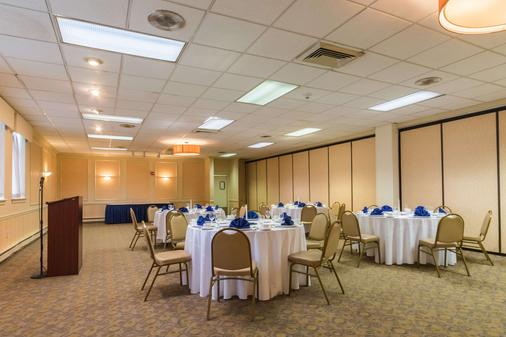 Quality Inn and Suites Conference Center - West Chester - Bankettsaal