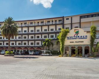 Whiterock Beach Hotel + Waterpark - Subic - Building