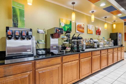 Quality Inn & Suites Lenexa Kansas City - Lenexa - Buffet