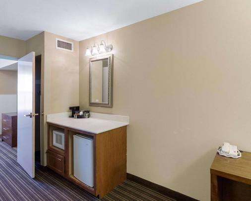 Comfort Inn & Suites - Fayetteville - Bathroom