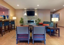 Comfort Inn & Suites - Fayetteville - Lobby