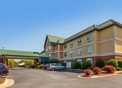 Comfort Inn & Suites Fayetteville - Fayetteville - Rakennus