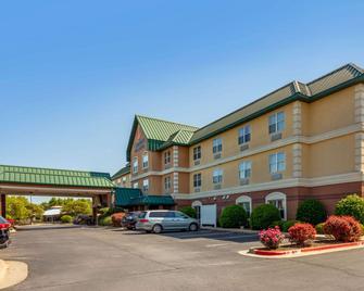 Comfort Inn & Suites Fayetteville - Fayetteville - Gebäude