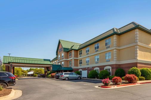 Comfort Inn & Suites - Fayetteville - Building