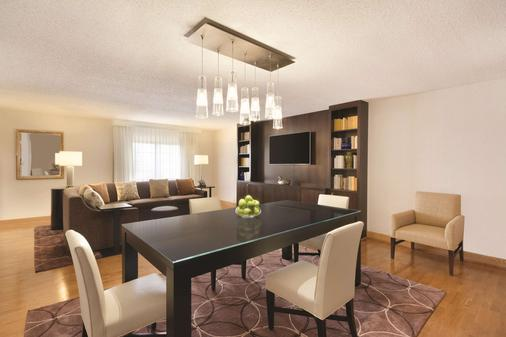 Embassy Suites by Hilton Greenville Golf Resort & Conf Ctr - Greenville - Ruokailuhuone