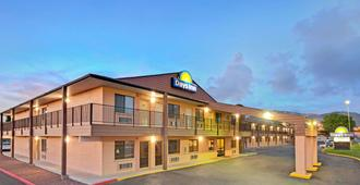 Days Inn by Wyndham East Albuquerque - Albuquerque - Building