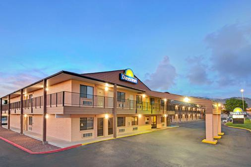 Days Inn by Wyndham East Albuquerque - Albuquerque - Building