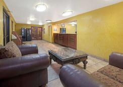 Days Inn by Wyndham East Albuquerque - Albuquerque - Lobby