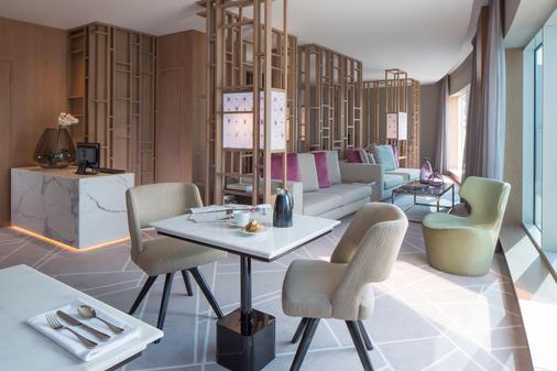 Dusitd2 Kenz Hotel Dubai - Dubai - Dining room