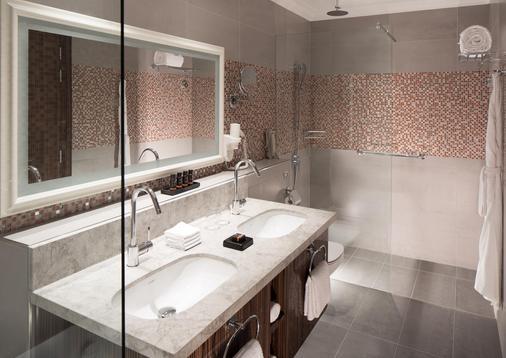 Dusitd2 Kenz Hotel Dubai - Dubai - Bathroom