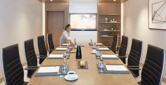 Dusitd2 Kenz Hotel Dubai - Dubai - Meeting room