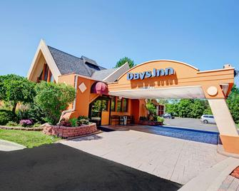Days Inn by Wyndham Ann Arbor - Ann Arbor - Byggnad