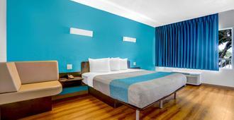 Motel 6 Jacksonville Nc - Jacksonville - Bedroom