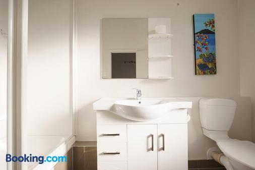 Kiwi International Hotel - Auckland - Bathroom