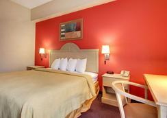 Quality Inn & Suites - Hattiesburg - Bedroom