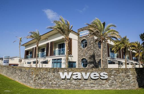 Waves Motel - Auckland - Building
