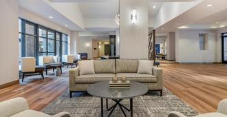 Sheraton Suites Old Town Alexandria - Alexandria - Phòng khách