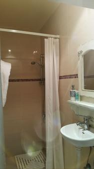 Central Hotel - Tel Aviv - Bathroom