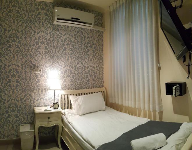 Central Hotel - Tel Aviv - Bedroom