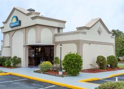 Days Inn by Wyndham Salisbury - Salisbury - Building