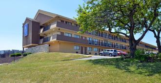 Americas Best Value Inn-Pittsburgh Airport - Coraopolis - Building