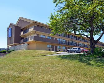Americas Best Value Inn-Pittsburgh Airport - Coraopolis - Building