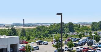 Americas Best Value Inn Pittsburgh Airport - Coraopolis - Outdoors view