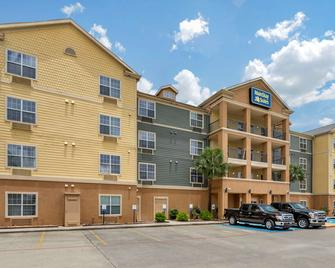MainStay Suites - Port Arthur - Building