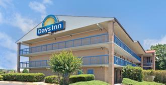 Days Inn by Wyndham Charlotte Northlake - Charlotte - Gebäude