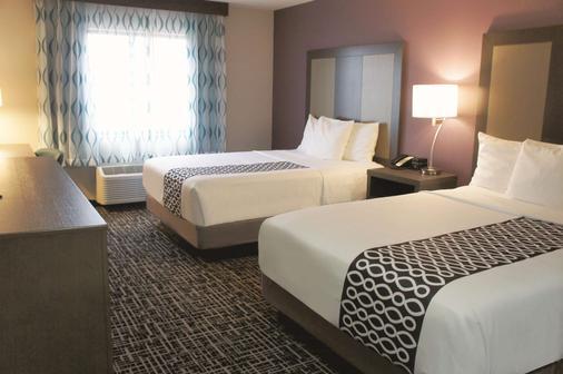 La Quinta Inn & Suites by Wyndham Wichita Airport - Wichita - Makuuhuone