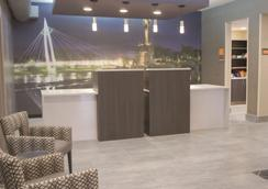 La Quinta Inn & Suites by Wyndham Wichita Airport - Wichita - Hành lang