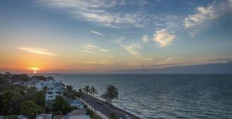 Oaks Hervey Bay Resort and Spa - Urangan - Building