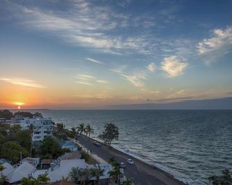 Oaks Hervey Bay Resort and Spa - Urangan - Budova