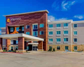 La Quinta Inn & Suites by Wyndham Northlake Ft. Worth - Roanoke - Gebäude