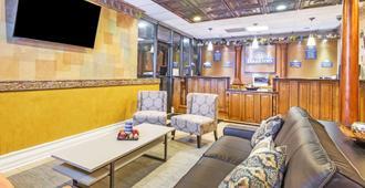 Days Inn by Wyndham Fort Lauderdale-Oakland Park Airport N - פורט לודרדייל - לובי